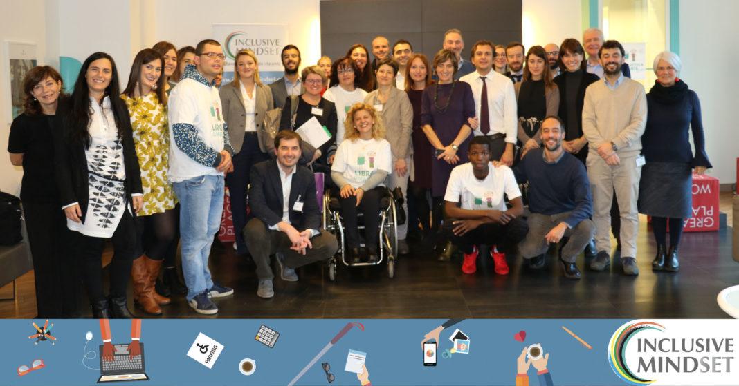 Foto di gruppo: tutti insieme per ricordare una giornata speciale